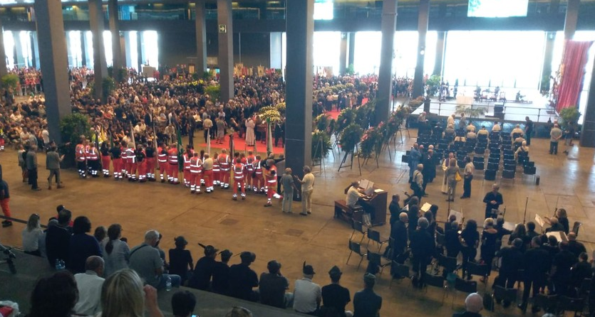Selfie ai funerali, bufera su Salvini