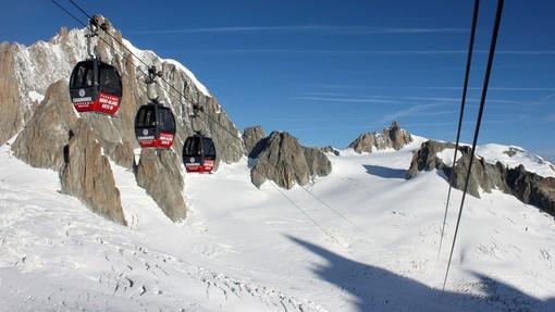 Guasto alla cabinovia del Monte Bianco, 110 persone bloccate