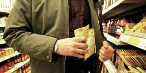 Furti al supermercato: due denunce grazie alla videosorveglianza