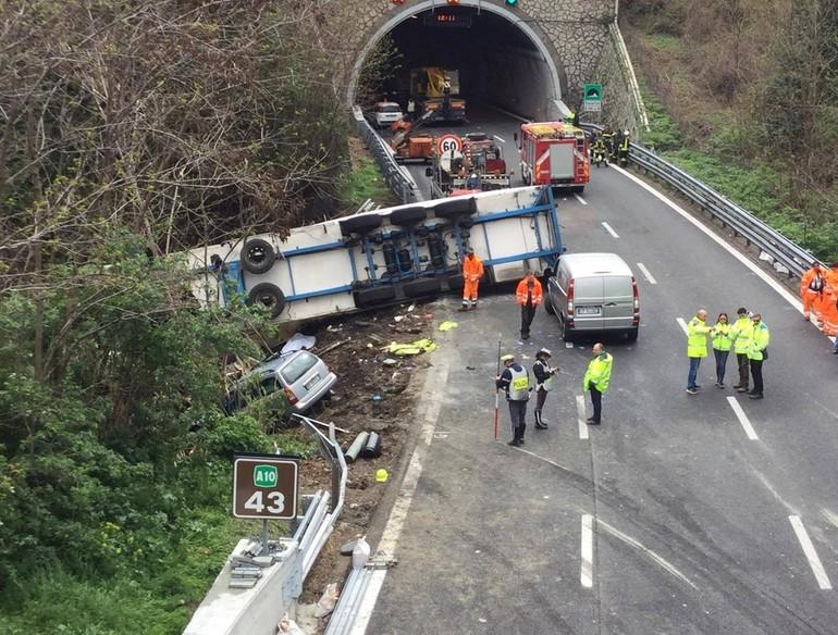 Dalla Liguria/ Tir travolge cantiere: due morti, sette feriti