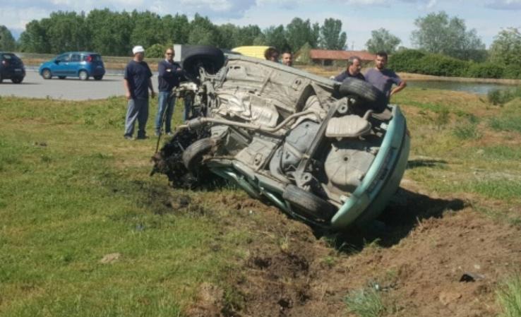 Scontro fra auto sulla provinciale a Pezzana, un morto