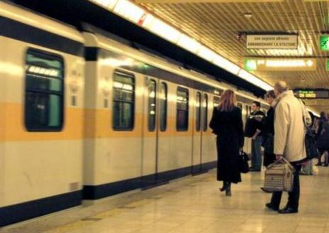 Milano: neonato abbandonato in metropolitana, soccorso da militari della Guardia di Finanza