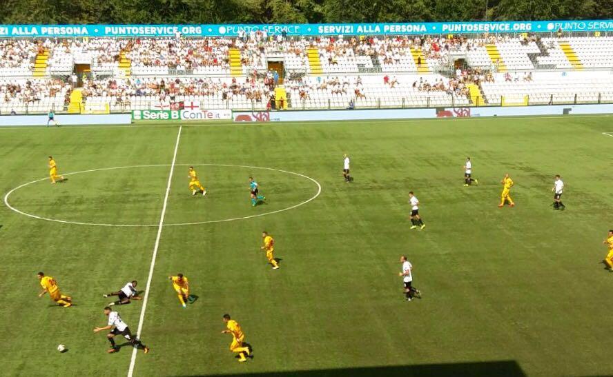 Serie B il Benevento sconfigge il Verona (2-0), Cittadella capolista