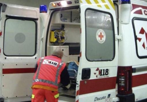 Auto urtata da un camion: ferito un 54enne