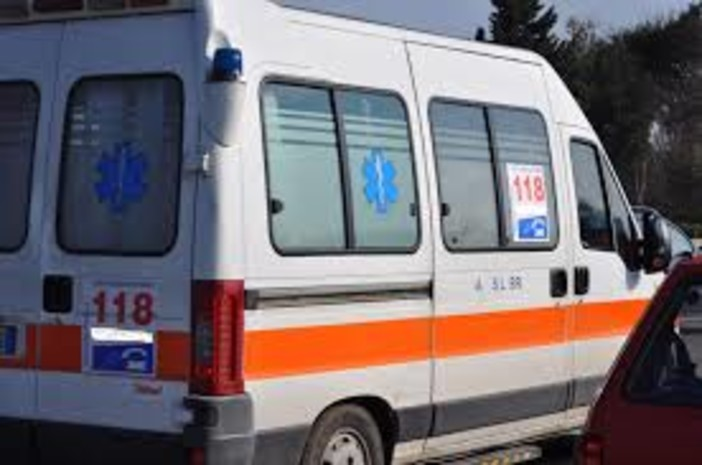 Si ribalta in autostrada: vercellese ferita ad Albiano di Ivrea