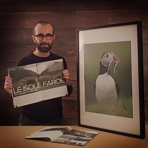 Davide Casazza con la rivista