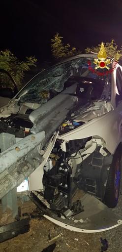 Incidente a Desana, auto infilzata dal guard rail