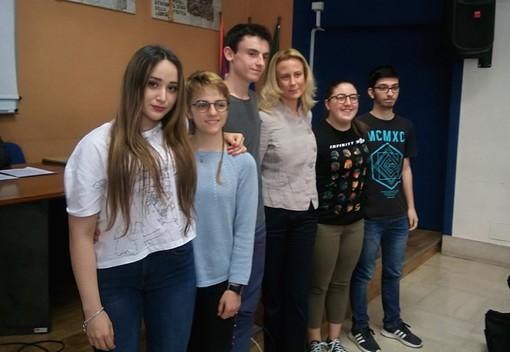 Gli studenti premiati per gli elaborati individuali, con Benedetta Delleani