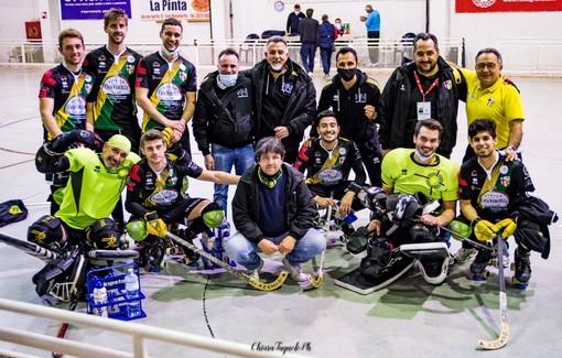 Engas Hockey Vercelli al completo in un bel ritratto collettivo di fine regular season scattato da Chiara Jett Tugnolo