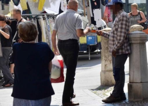 Accattonaggio vietato: sanzioni e divieto di dimora in città