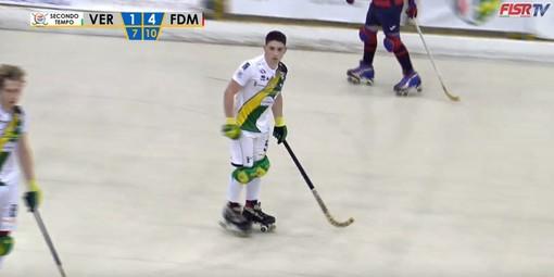 Nico Ojeda dopo aver segnato il primo storico gol di Engas Hockey Vercelli in Serie A1 (foto tratta dal live streaming di FISRTV)