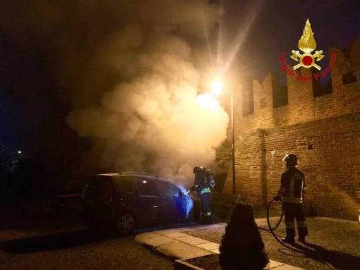 Incendio nel cortile dell'abbazia di San Nazzaro