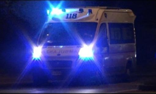 Finisce fuori strada, 33enne in ospedale