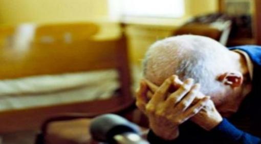 Truffano un 90enne e gli rubano la pensione