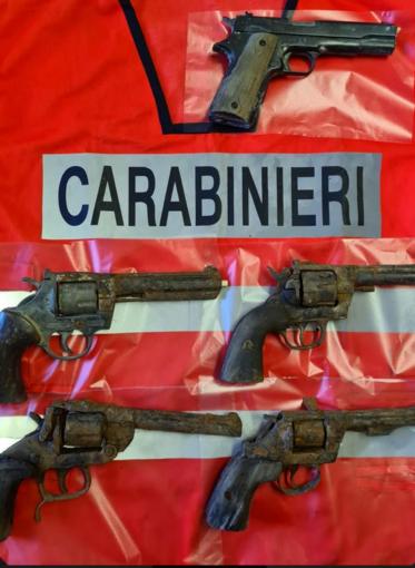 Quattro revolver e una pistola semiautomatica gettate nel canale Cavour