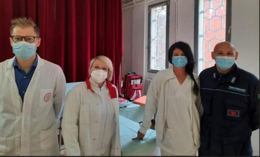 Il team che ha somministrato il vaccino in carcere