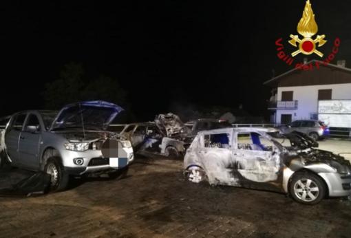 Quattro auto a fuoco nella serata di domenica