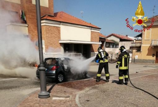 Auto in fiamme ad Asigliano - IL VIDEO