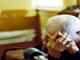 Strattonano e rapinano un 97enne: nei guai due donne