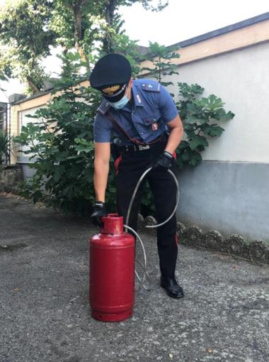 Tenta di uccidere il vicino di casa con il gas