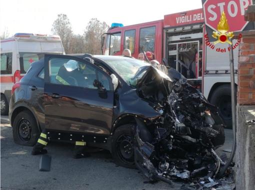 Tragico incidente d'auto, muore il conducente