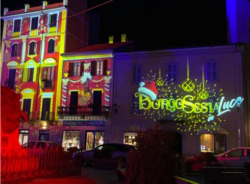 Le luci del Natale trasformano Borgosesia - FOTO