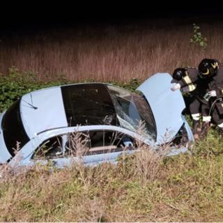 Brianco: auto in un fosso, occupanti estratti dal veicolo