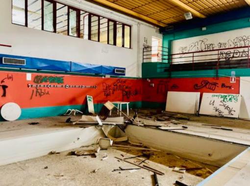 """""""Così è ridotto il vecchio Centro Nuoto"""" - fotogallery"""