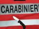 Ubriaco, prende a pugni l'auto dei carabinieri e minaccia i miliari con un coltello