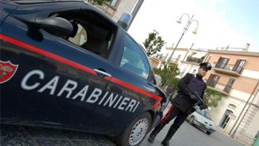 Ruba al Carrefour e strattona l'addetto alla sicurezza: nei guai una minorenne vercellese