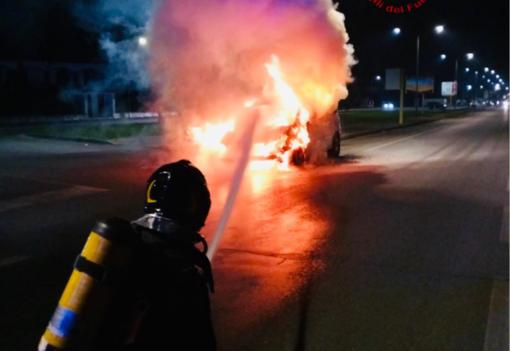 Auto a fuoco: paura a Caresanablot