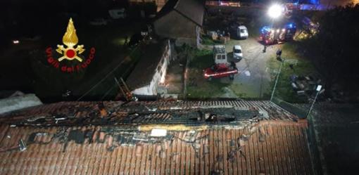 Crova: tetto in fiamme nella serata di giovedì