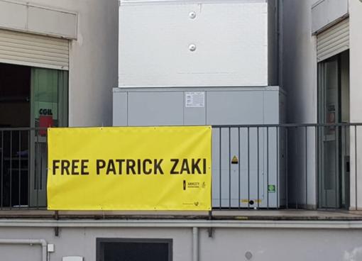 Free Patrick Zaki: lo striscione di Amnesty alla Cgil