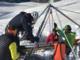 Finisce in un crepaccio profondo 25 metri: alpinista morto