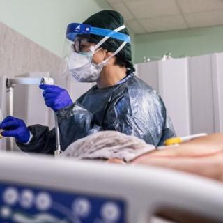 La corsa del virus: 82 casi e un morto nelle ultime 24 ore