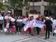 """Genitori in piazza per la scuola materna: """"Non potete togliere il futuro ai nostri bambini"""""""