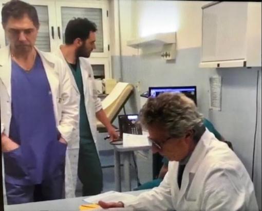 I medici del Sant'Andrea Costantino Aloj (in piedi) e Silvio Borrè (seduto) che hanno predisposto il progetto