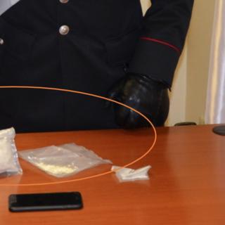 Ordinava amfetamine online per produrre ecstasy da spacciare tra i coetanei - VIDEO