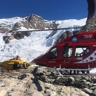 Scivolano per 150 metri sul Lyskamm. Feriti tre alpinisti