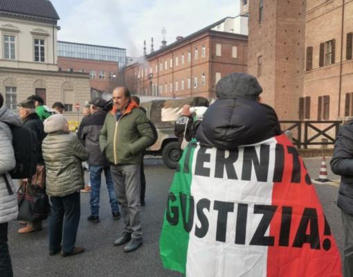 """""""Giustizia per i morti dell'amianto"""" - FOTO E VIDEO"""