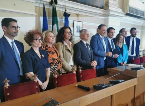 Tra fedelissimi e volti nuovi: debutta la giunta Corsaro