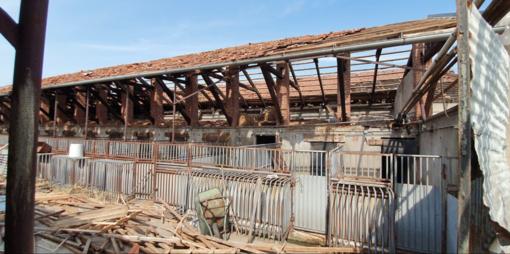 Uno degli edifici di Asigliano devastati dalla grandinata
