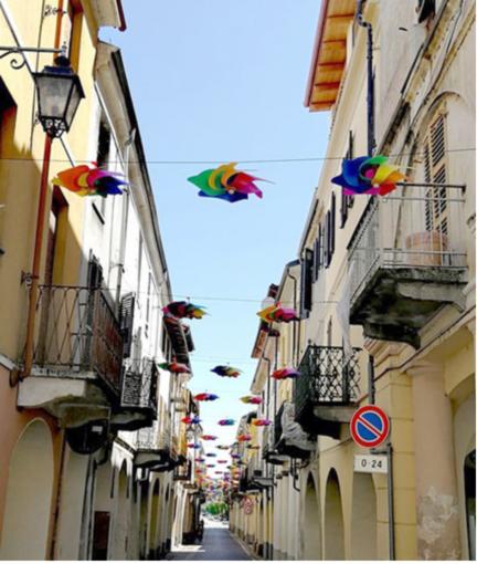 Girandole in cielo e filodiffusione: Crescentino colora l'estate