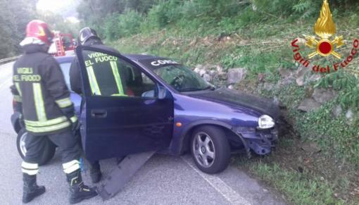 Schianto tra due auto: due feriti portati via in elisoccorso - FOTO