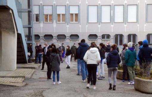 Liceo di Biella, la variante inglese non c'è