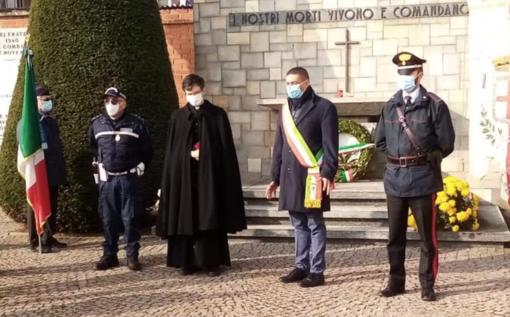 Sfregio al monumento ai Caduti: l'autore ripreso dalle videocamere