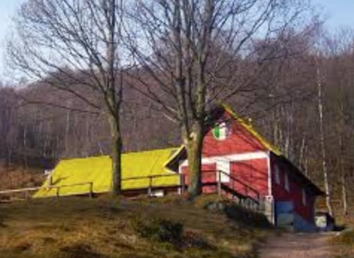 Il rifugio Ca' Meja sul Monte Tovo (Borgosesia)