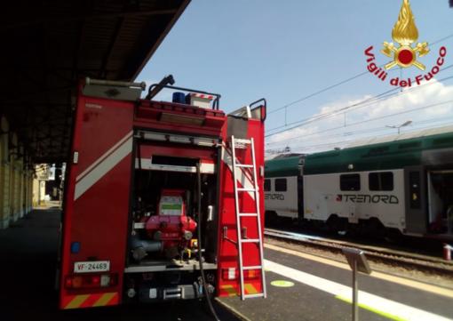Novara, paura in stazione: principio di incendio su un treno