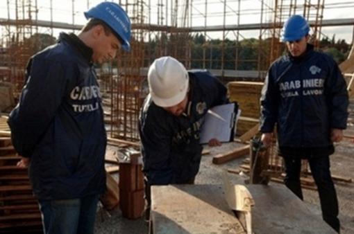 Clandestino al lavoro in un'impresa edile
