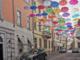 Il cielo di ombrelli resta fino al 10 luglio
